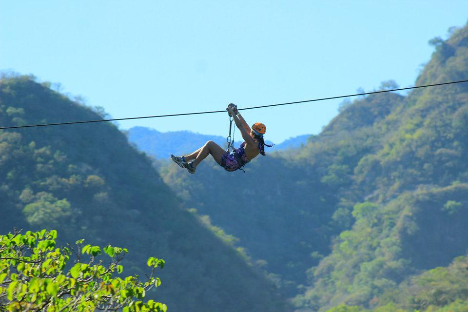 zip-line-un-viaje-de-adrenalina-y- velocidad